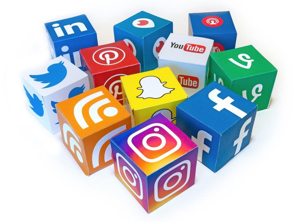 Les réseaux sociaux, à la frontière entre vie privée et vie professionnelle.